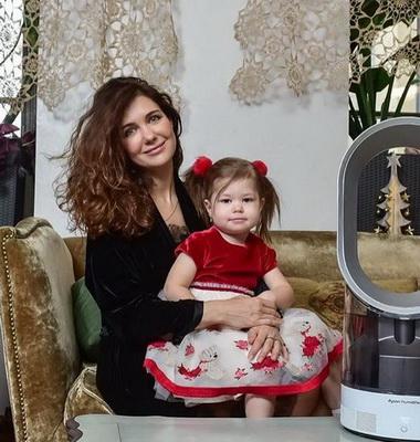 Екатерина Климова с дочкой.